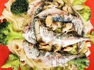 Салата от паста, броколи, миди и сардини